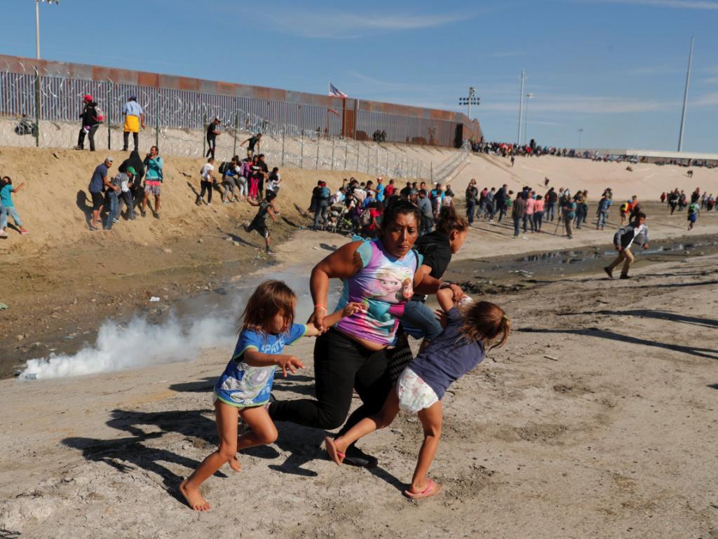 Honduras Women Children Migrants Camera Guy