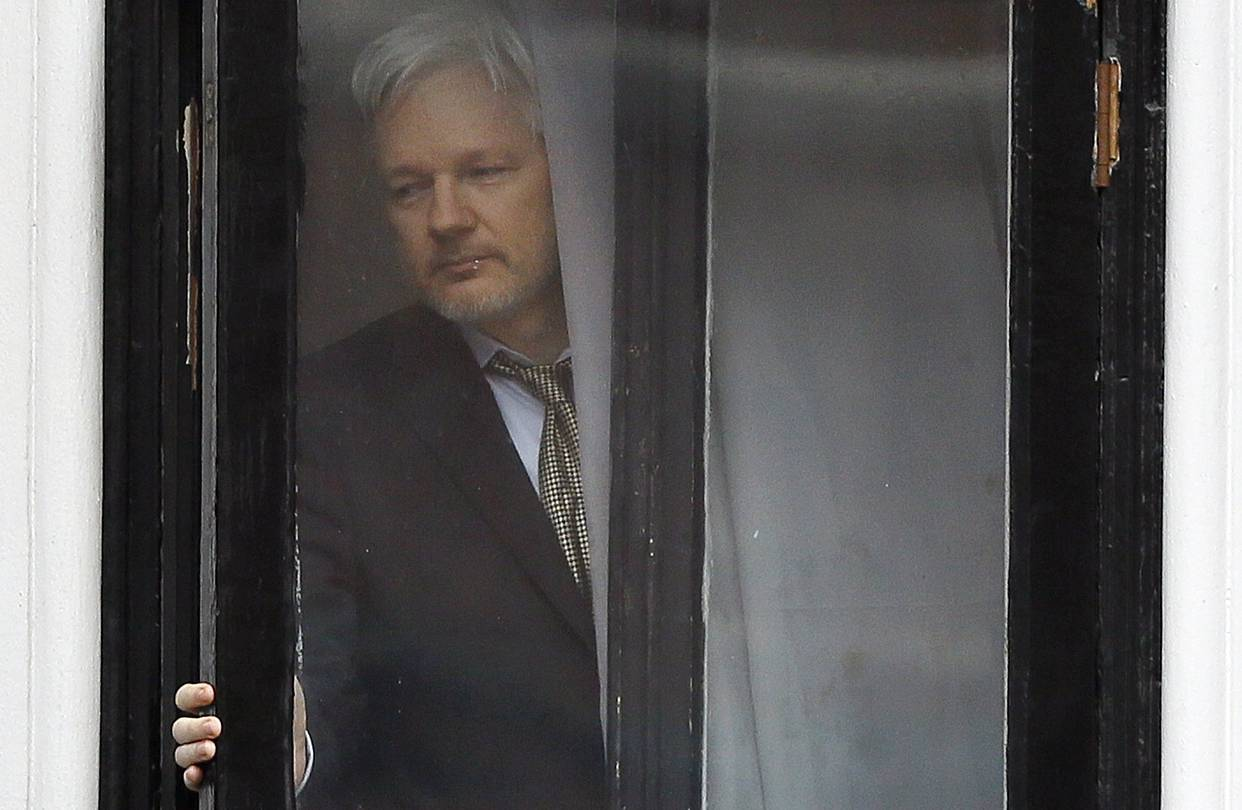 julian assange prosecuted by justice department