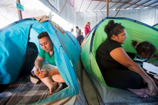 migrants camped on tijuana beach