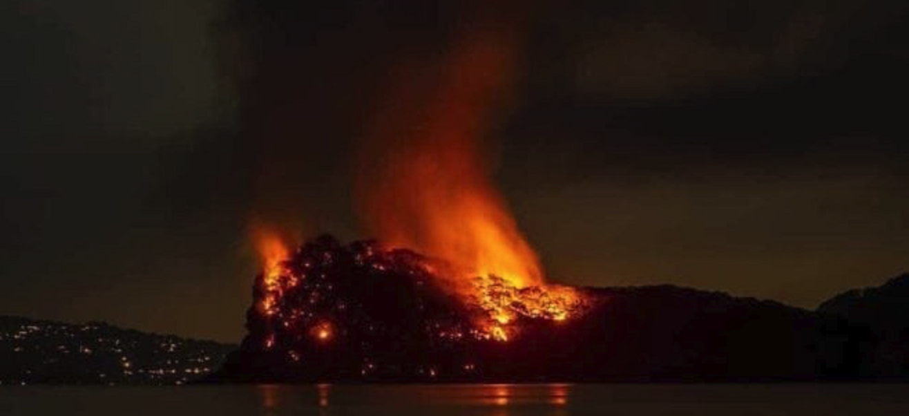 [Image: Jeffrey-Epstein-Little-St-James-Island-Fire.png]