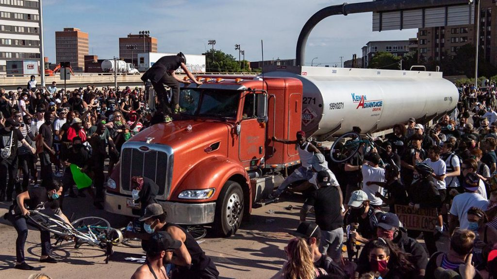 Tanker Truck I-35 Minneapolis Crowd